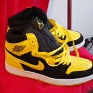 New , never worn jordan 1 black and yellow